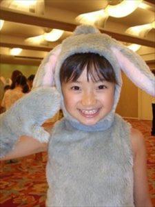 画像引用:https://ariyasu-momoka-suki.up.n.seesaa.net/ariyasu-momoka-suki/image/sister-momo2.jpg?d=a0
